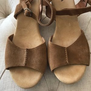 🦋 NWOT CLARKS BROWN CORK WEDGES SIZE 9.5